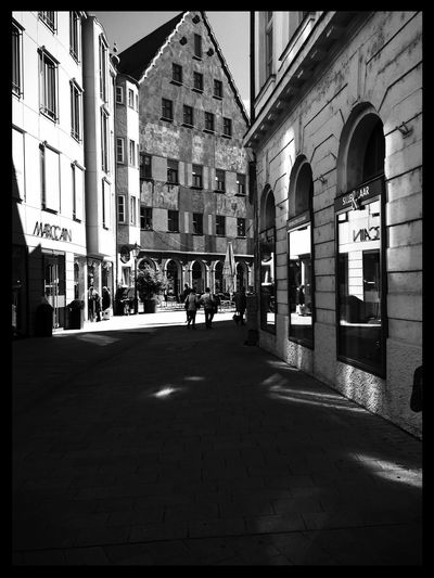 Architecture City Lifestyles City Life Day Streetphotography Sharp Light Blackandwhite