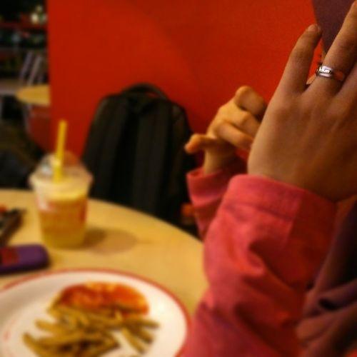 Cie jari manisNya., Indonesia_bgt Indonesia_TOGBGT KFC_Lover KFC_ID CitraRaya FoodFest Ring