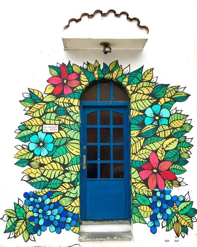 Happy door EyeEm Gallery EyeEm Beauty In Ordinary Things Design Buenos Aires Buenos Aires Argentina Argentina Creativity Happy Colors Entrance House Wall Graffiti Design Decoration Architecture Happy Way Out Colorful Colors Flowers Doorway Door EyeEmNewHere EyeEm Best Shots