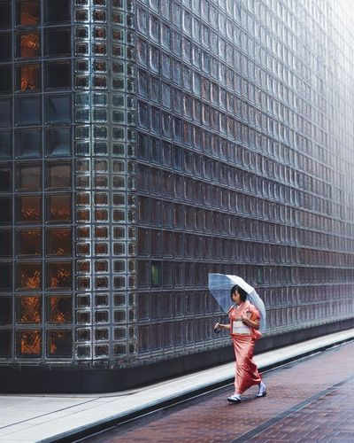 @itchban / itchban.com Architecture Japan Rainy Days Tokyo Building Exterior Cultures Femail Full Length Kimono Luxury One Person Umbrella The Traveler - 2018 EyeEm Awards