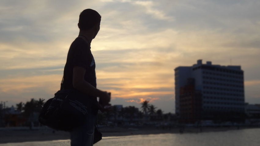 City Silhouette One Person Outdoors Beauty Cloud - Sky People Sky Men Atardecer Real People Cloud Tranquility Enjoying Life Calm Taking Photos Beauty In Nature México Veracruz Person