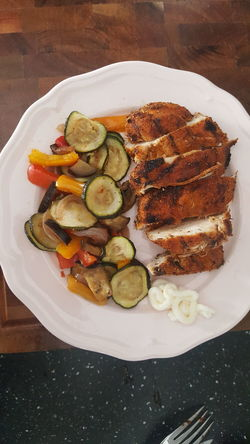 Plate Ready-to-eat Food SLICE Indoors  Freshness Healthy Eating Serving Size Chicken Vegetables Ratatoullie