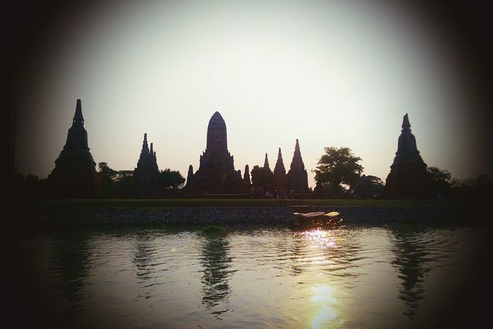That's so beautiful view on the boat at ayutthaya thailand Boattrip Hello World Relaxing Hometown Myhappiness💘 Enjoying Life Myhome Mylife❤ Taking Photos Hanging Out