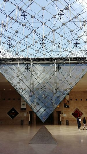 Architecture Museum Musée Du Louvre Pyramid Inverted Pyramid Metallic Structure Underground Sky Transparency Repetitive Pattern Modern Architecture Modern Art Pyramide Du Louvre EyeEmNewHere The Week On EyeEm Historic Tourist Attraction  Second Acts