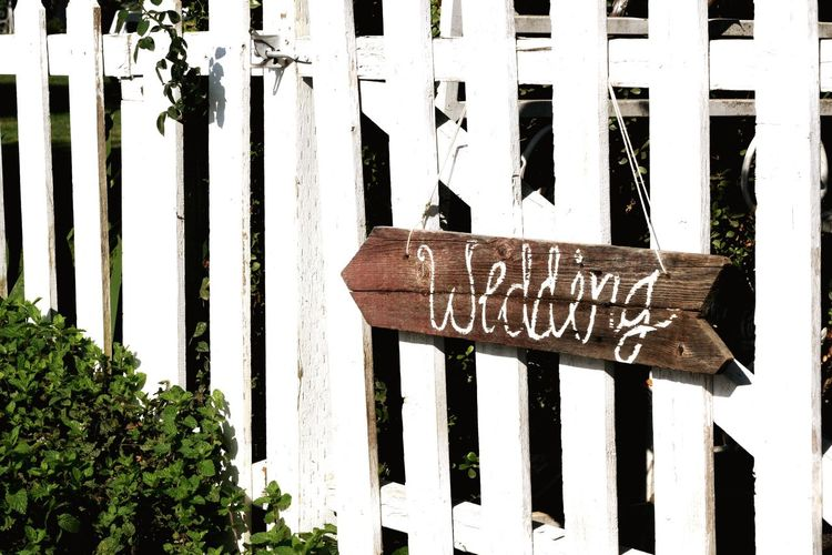 Weddingphotography Picketfence This Way Arrow Directions