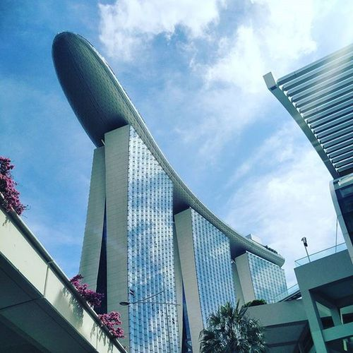 Bananas in the sky! :-P Singapore Downtown Businessdistrict Marinabay Marinabaysands Buildings Architecture Resort Posh Marvels Megastructures Gongxifacai  Skyline Skyporn Coulds