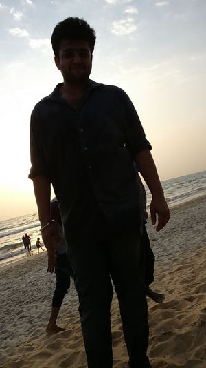 Learn & Shoot: Simplicity Hello World ✌ Good Afternoon! Happy Saturday Pic Of Me On The Beach Hot Sand Sunny Day☀ Low Angle Shot Enjoying Life Background People Playing With Water Walking On The Beach,