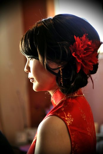 Weddings Around The World Canadian Chinese Wedding Chinese Tranditional Wedding Gown Hairstyle red is the lucky colour for chinese in wedding. Profile Nature Light @ YYC