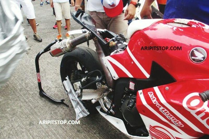 Motor yang di pakai M Fadli Imammudin INDONESIA setelah di tabrak oleh pembalap dari Thailand AsiaRoadRacingChampionship