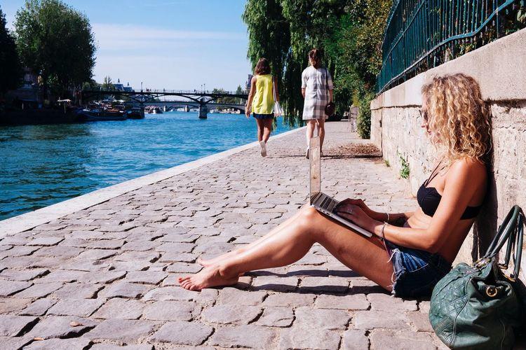 Parc Vert-galant Doisneau Girl Paris Summer