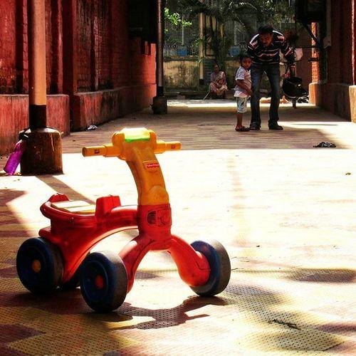 Waiting for you... . . Thisismymuse Getgalvanised _cic Tricycle BowBarracks Children Toy 1x1 Squareframe SubjectinMySquare