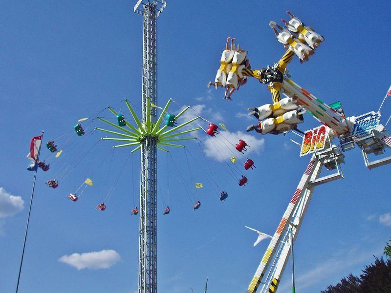 Knabenschiessen Amusement Park Chain Swing Ride Enjoyment Fun Fun Jahrmarkt Kirmes Knabenschiessen Low Angle View Outdoors Switzerland Zürich