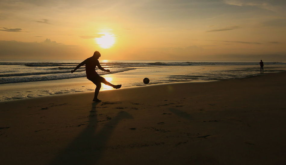 recreation at the beach with sunrise Sunrise Silhouette Beach Life Recreation  Morning Sun Play Ball Two People Full Length Vacations Outdoors People Horizon Over Water Beauty In Nature