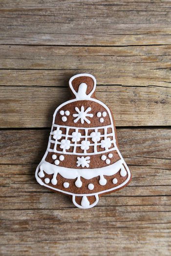 Gingerbread Cookie Sweet Food Christmas Decoration Shape Bell Wood - Material Celebration Gingerbread Cookie Sweet Food Food And Drink Table Indoors  Holiday No People Close-up Creativity Baked Still Life Pattern Icing Baked Pastry Item Temptation