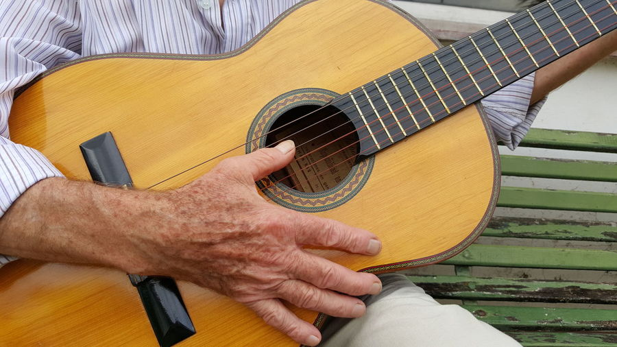 Playing Guitar Playing An Instrument Guitar Acustic_Guitar Acustic_Guitar Acustic Guitar Playing Fingers Hand Playing Chilling Relaxing Music Enjoying Life Showcase July Taking Photos TakeoverMusic