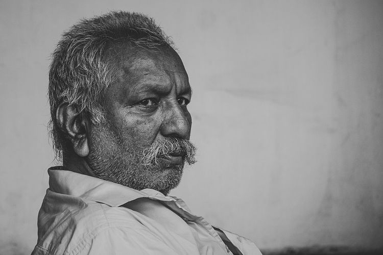 Hard Face The Portraitist - 2015 EyeEm Awards Monochrome Black And White Indian Man Streetportrait Personality  Old Age Eye4black&white  Expression