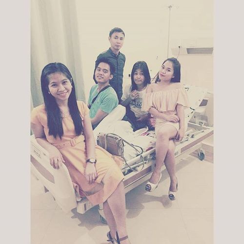 Family Pic?!? Rodel Mylabs so aristocratic cat pose. 😸😹😻😽 PESKIES AT ROOM 316. 😁👍👌Nutellanight Visitorsrounds Wheniwassick Cheermeup Peskiesonthego Seconawing Hushpeskies Inthegallery Gracias Latepost 12112015
