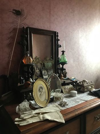 Made With IPhone 7 No Effects Vintage Historical Museum Table Indoors  No People Still Life Wall - Building Feature Home Interior Day Arrangement Household Equipment Preparation  Sunlight Large Group Of Objects Close-up Retro Styled