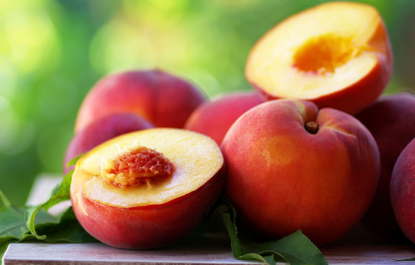 ripe peaches and slices on table Slices Of Fruits Close-up Food Food And Drink Fruit Healthy Eating Leaf Peach Red Ripe Ripe Peaches Table