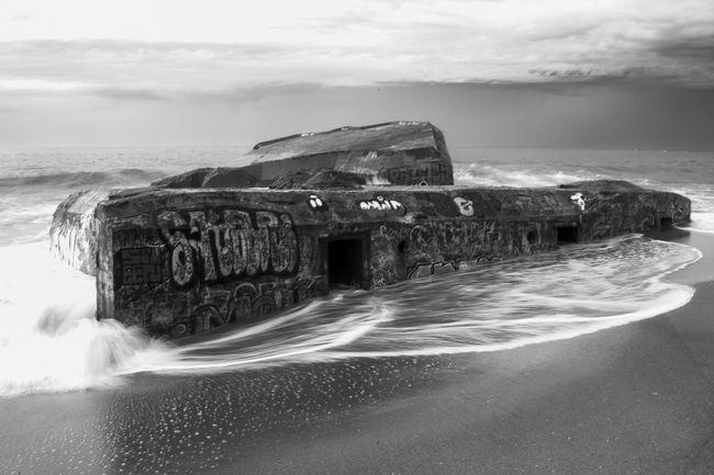 Der sinkenden Wall. Sea Bunker Blackandwhite