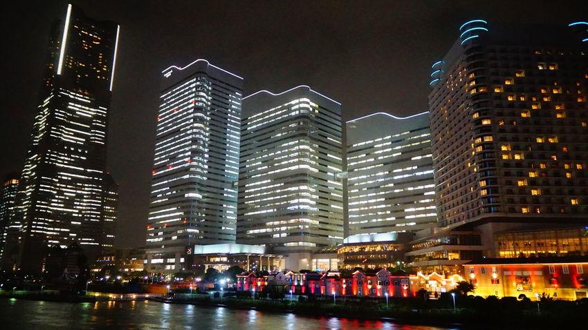 雨でも絵になる街。 みなとみらい Nightlife 横浜