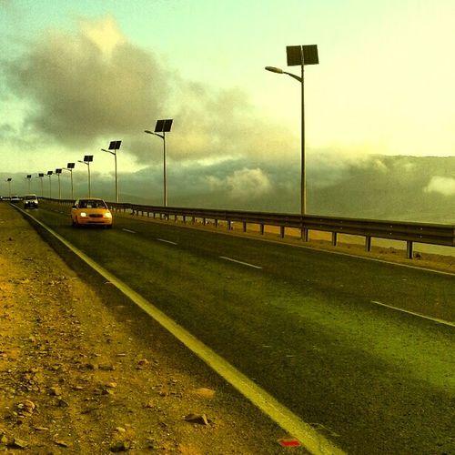 me gustó mucho esta foto Cielo Y Nubes  On The Road Taxi Iquique