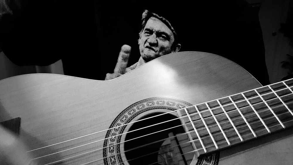 Happy Friday my friends ! Taking Photos Lol :) Happy Friday! Johnnycash Enjoying Life Coco'sPics Houseofguitars Black And White Photography Guitarist Guitar Addiction Classical House Of Guitars Travels Guitar Hanging Out