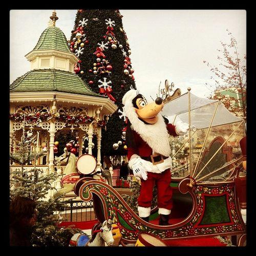 Goofy Dingo Santaclause Santa perenoel disneyland traineau noel christmas xmas