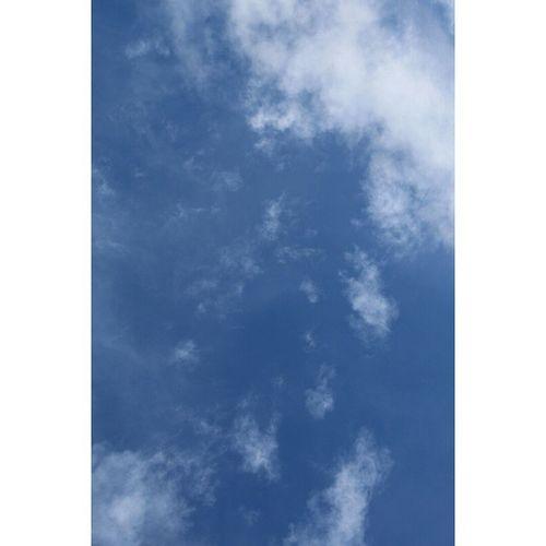 Ho toccato il cielo. Fotomia Toccare Ilcielo Cielo Blu Azzurro Bianco Nuvole Tumblr Foto Photo Ph Instalife Instapic Pic Picoftheday Canon Reflex Immenso Infinito Serenità Pensieri Felicità Solocosebelle Senzapensieri