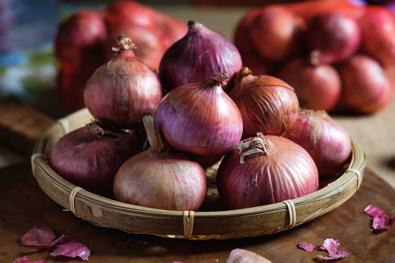 Basket Close-up Container Focus On Foreground Food Food And Drink Freshness Garlic Healthy Eating Indoors  Ingredient Large Group Of Objects Maroon Onion Purple Raw Food Spice Still Life Table Vegetable Wellbeing