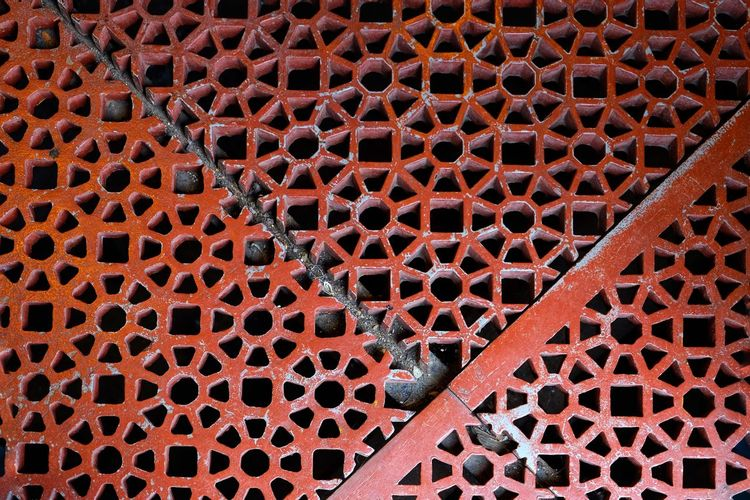 Metal Backgrounds Full Frame Pattern Textured  No People Day Close-up OutdoorsRed FUJIFILM X-T10 XF18-55mmF2.8-4 R LM OIS F/3.6 Iso 200 via Fotofall