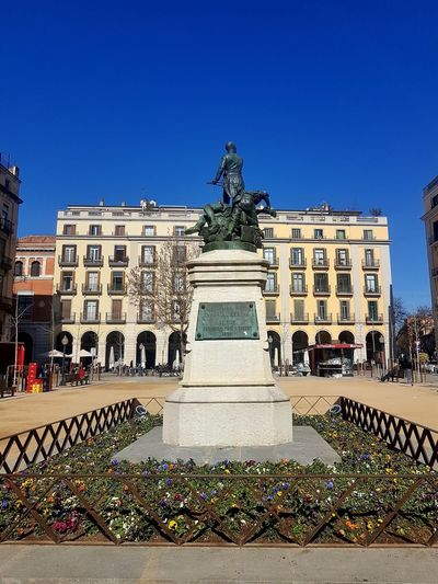 City Sky Architecture Outdoors People Day Girona Historical Monuments Architecture Clear Sky Statue No People Built Structure Travel Destinations Building Exterior