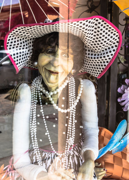 Old lady mannequin Manequin Manequins Manequinporn Palmsprings Palmspring Funny Faces California Window Shopping Window View Window Reflections