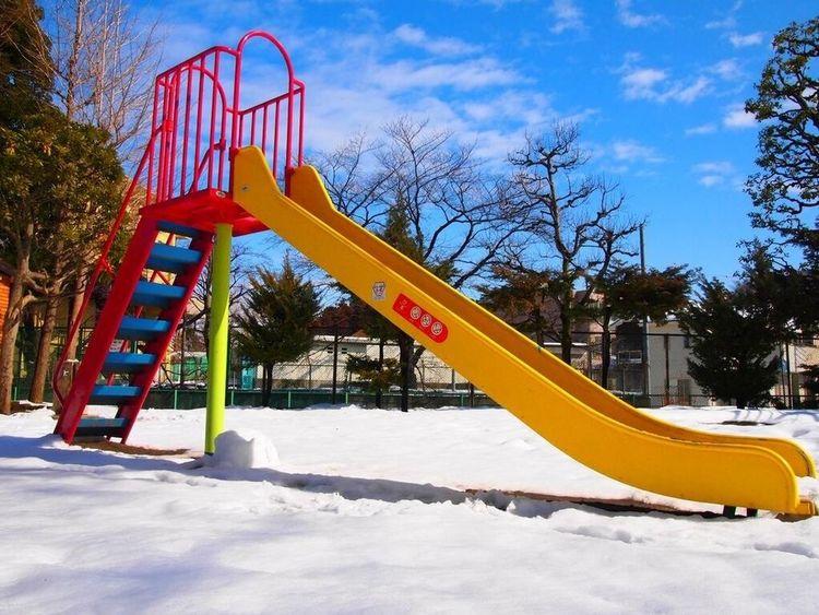 雪のあと / after snowy すべり台。A slide at the park. Sky After Snowing Day Slide