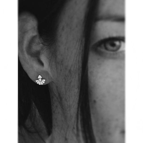 Pretty and ethereal fan earrings from Sehtina ?Jewelry Jewelrygram Jewelrydesign jewelryaddict jewelryfashion