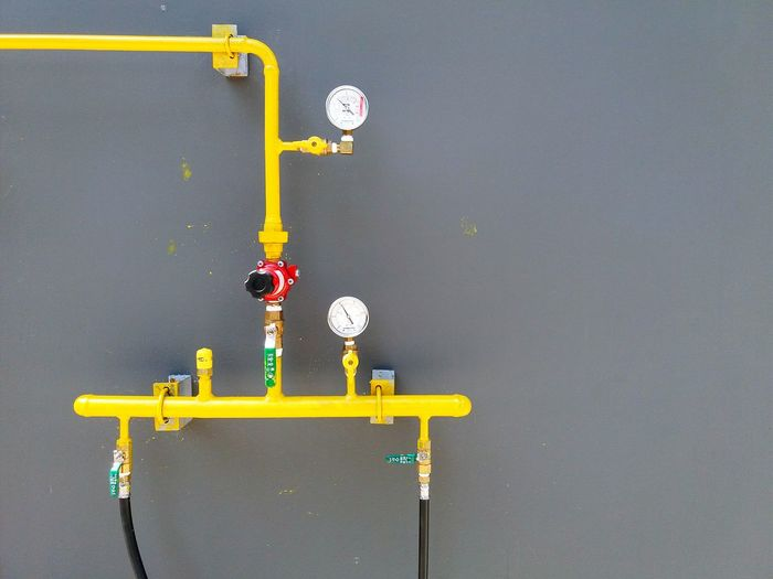 Yellow pipe and measurement on gray wall with copy space. Indoors  Magnet No People Blackboard  Clock Day Close-up Clock Face Pipe - Tube Gas Pipes Measurement Lines And Shapes ON Or OFF Operation Yellow Gray Wall Pressure Values Wallpaper Backgrounds Water Pipelines