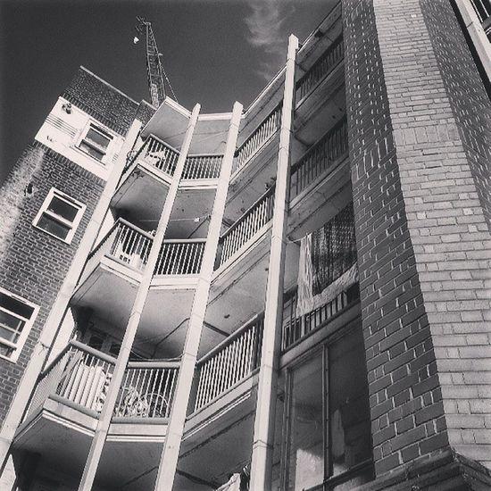 Lookingup Lookingupatbuildings Lookingupatthesky Spitalfields petticoatlane petticoatlanemarkets petticoatlanemarket crane balconies balconiesrule