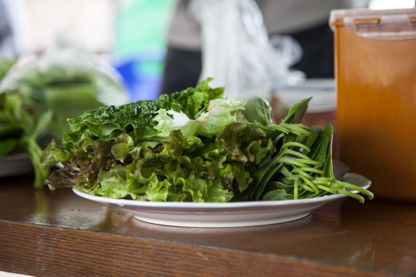 Close-up Day Dish Focus On Foreground Food Freshness Green Green Color Growth Herb Indulgence Leaf Leaf Vegetable Lettuce No People Organic Plant Preparing For Party Ready-to-eat Selective Focus Selective Focusing Serving Size Sesame Leaf Still Life Table