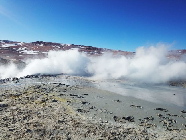 Géiser de Bolivia Geiser Bolivia Parque Natural Humo Fósforo Hot Spring Water Mountain Power In Nature Spraying Steam Clear Sky Volcanic Landscape Heat - Temperature Sky