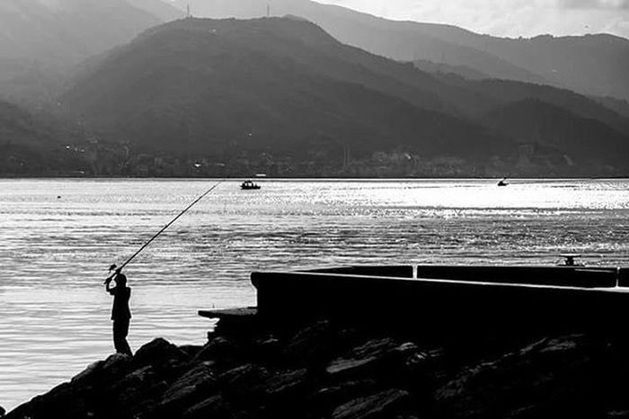 İsmail Balı © 2015. Kocaeli Turkey Ismailbalıphotography Moment O_an Seaside Sea Fisher Kid Boat Bw Siyahbeyaz Landscape Original Orijinal Nofilter Zoom Mountain Korfez Sarıçerçeve Spor  @natgeoyourshot @natgeotvturkiye @natgeoturkiye