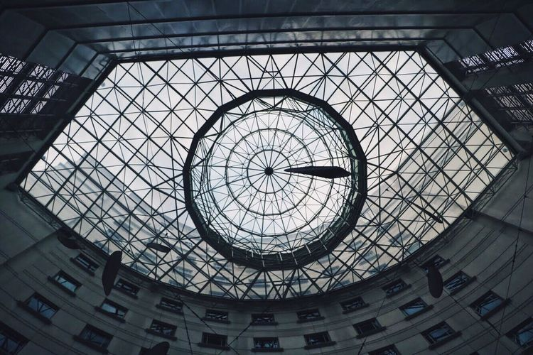 Into the iris. Architecture Built Structure Indoors  Ceiling Dome Low Angle View Skylight No People Day Travel Destinations Backgrounds VSCO EyeEmNewHere Singapore Abstract Hotel Art Architecture