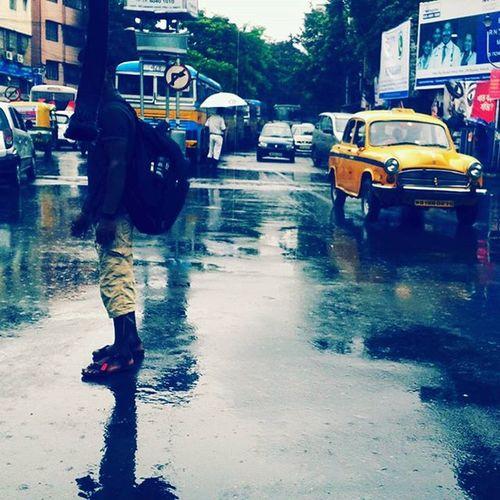 আমার সিটি কলকাতা । RainyDay Traffic Signal Romanticday Picoftheday Doubletap Dayforwet Lovememories Instatravel Followgram .
