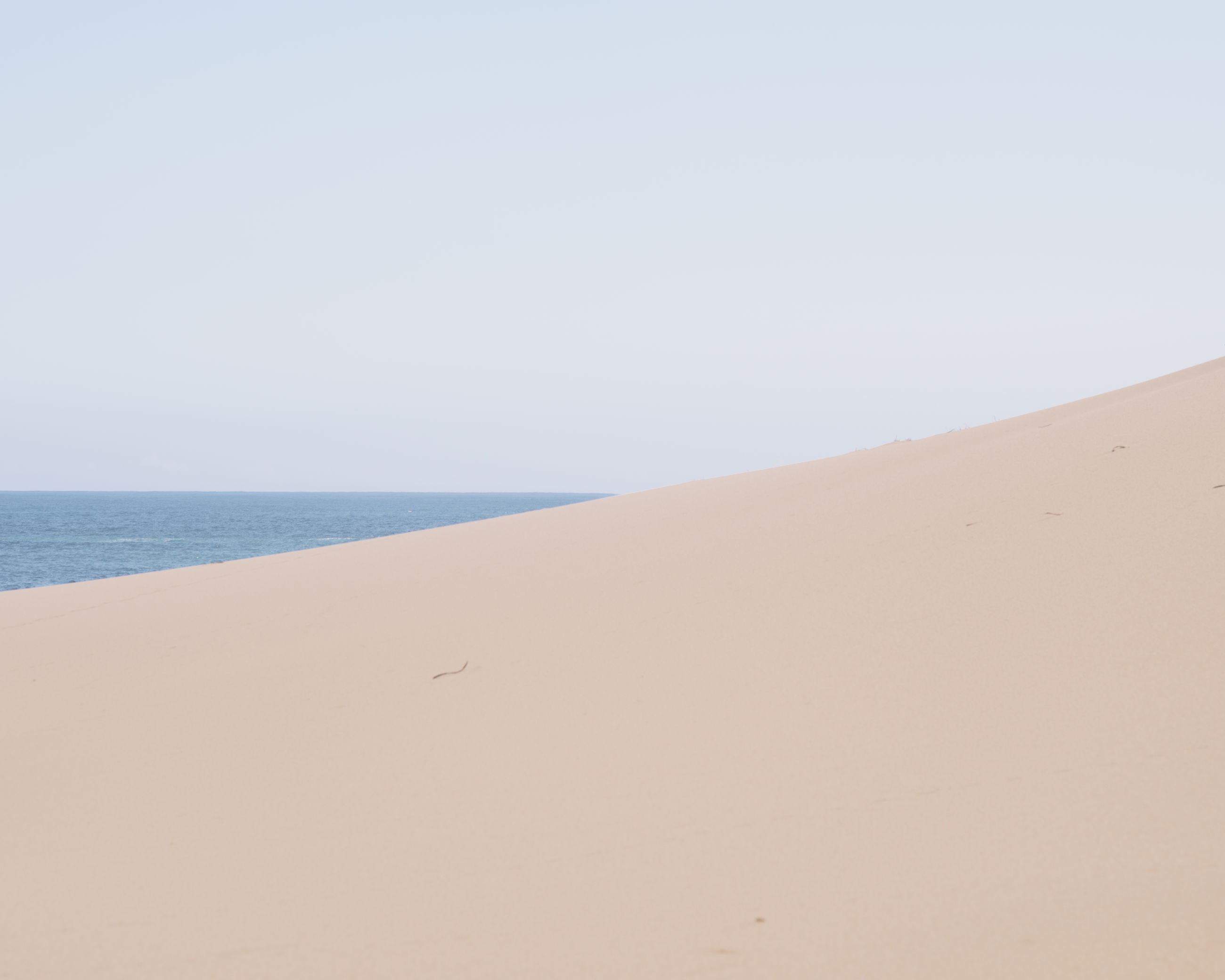 clear sky, copy space, beach, sea, sand, horizon over water, tranquil scene, tranquility, water, scenics, shore, beauty in nature, nature, idyllic, remote, coastline, day, non-urban scene, outdoors, calm