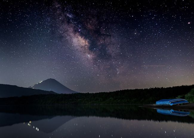 The Amazing Universe 💫 Milkyway and Stars over the Mt Fuji Japan Nightphotography Astronomy Constellation Long Exposure Reflections In The Water Estrellas Via Lactea Yamanashi 天の川 夜空 星 富士山 西湖 山梨県