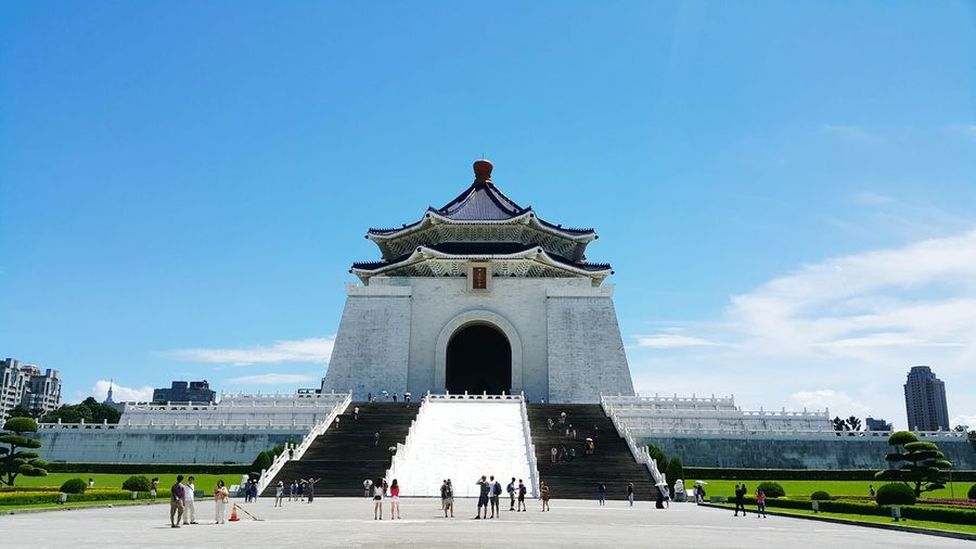 chiang kai shek memorial hall taipei, taiwanArchitecture Travel Destinations History Large Group Of People Built Structure Building Exterior Day Sky Ancient Outdoors Tree City People Real People Ancient Civilization Chiangkaishekmemorialhall Chiangkaishek Politics And Government Architecture Koumintang Taipei Taipei,Taiwan Cloud - Sky