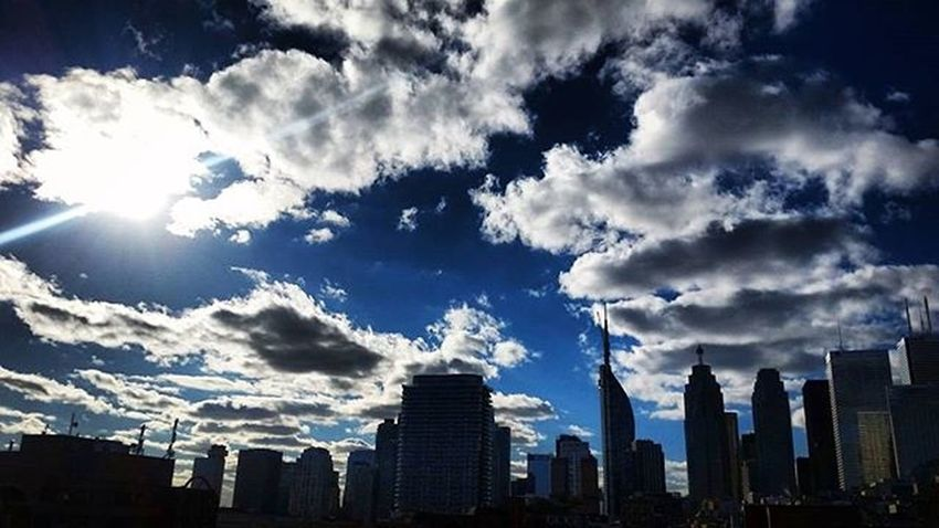 cloudy won ⛅ Currentview Viewsfromthe6 Cloudporn Toronto Skyline The6ix Perspective Cloudyday Sun The6 Sillhouette Sky Streetlife Streetsoftoronto Street Streetphotography Lifeofham