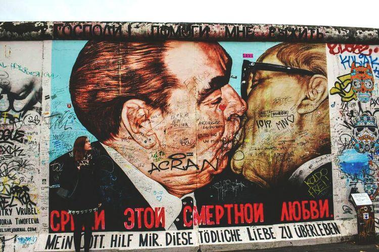Berlin Berlin Wall Streetphotography Street Art/Graffiti Singlegirl