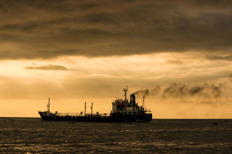 kapal Sea Sky