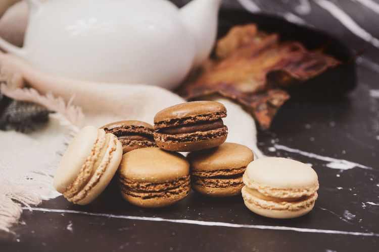 Food And Drink Food Sweet Food Freshness Baked Sweet Close-up Still Life Ready-to-eat Indulgence Dessert Temptation Indoors  No People Unhealthy Eating Macaroon Cookie Focus On Foreground Chocolate Baked Pastry Item Snack Tray French Food Macarons