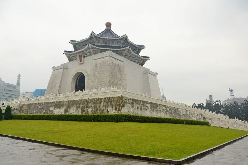 Chiang Kai-shek Memorial Hall The Week On EyeEm Architecture Building Exterior Built Structure Green Color History Outdoors Taipe Photography